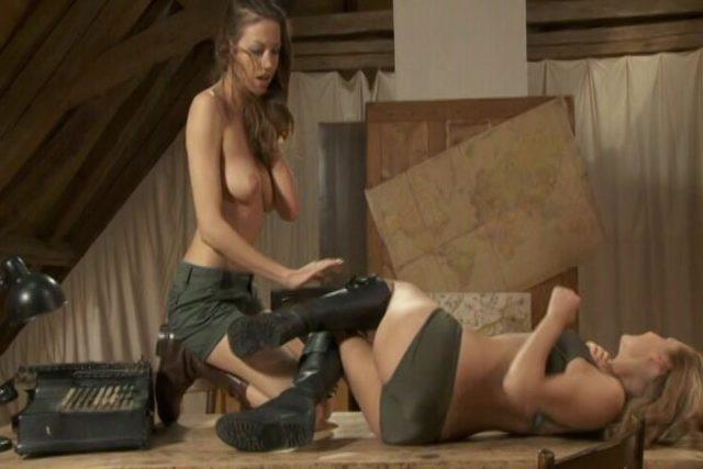 Army Girls – French