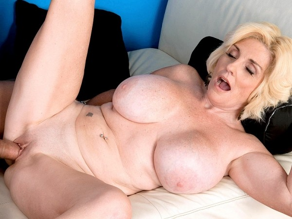 Missy Thompson in Barefoot and fucked