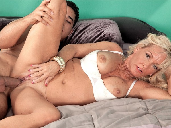 Barbi Banks in What daughter does, Mom does better