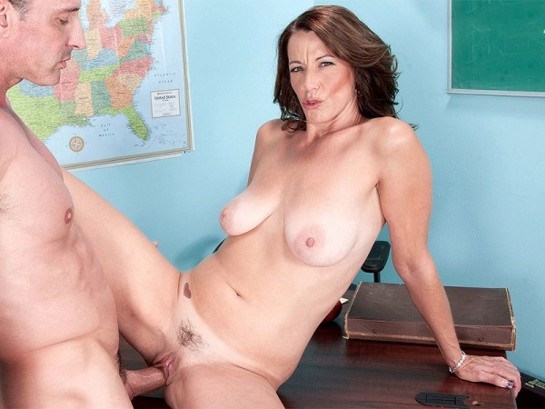Mimi Moore in Teacher, teacher, teach me love!