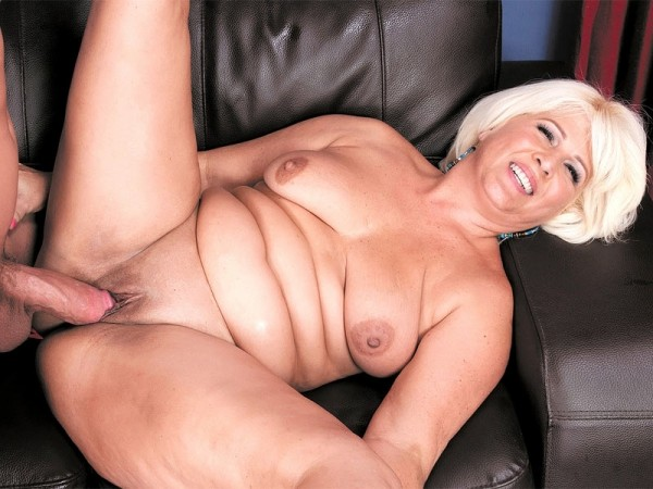 Lori Suarez in A big cock for the big-assed lady