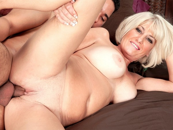 Desire Collins in First video suck, fuck and creampie!