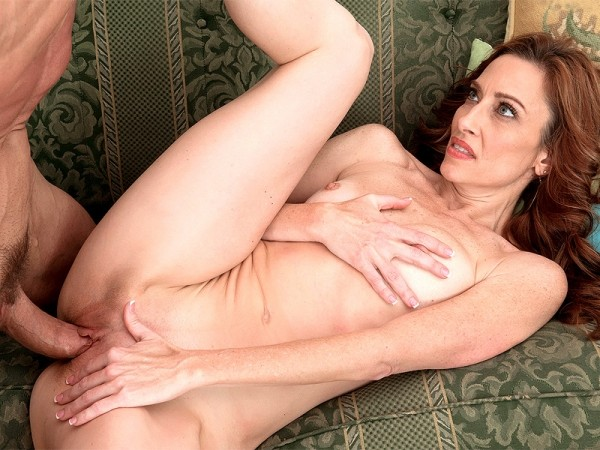 Betty Blaze in Hot MILF pie for the new neighbor