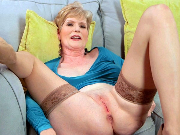 Sindee Dix in Sindee talks, but it's her pussy that'll grab your attention