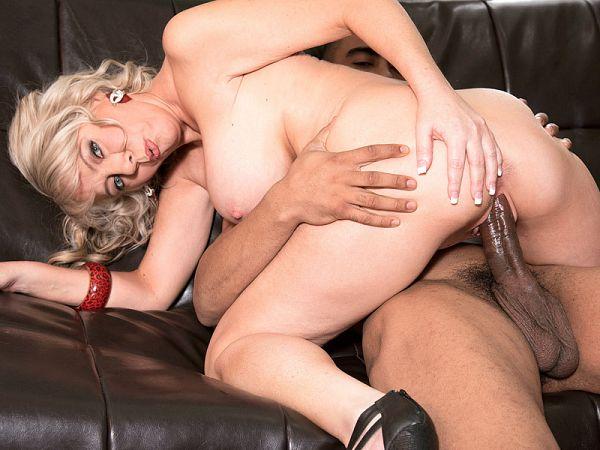 Tarise Taylor in Former Raiderette gets big, black cock on-camera