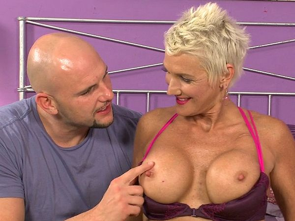 Lexy Cougar in The interview