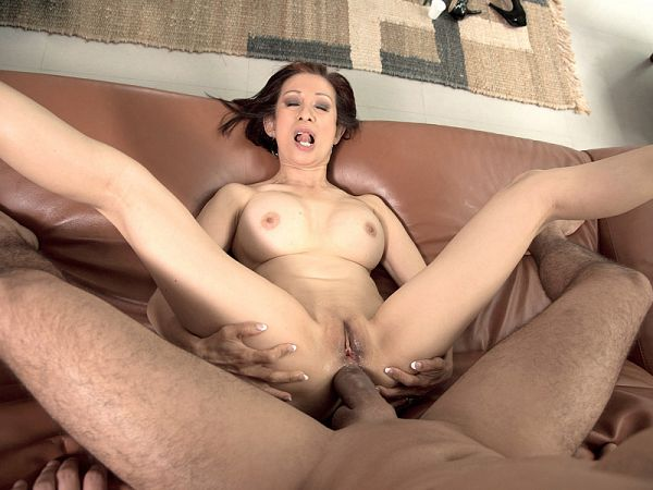 Kim Anh in anal sex lesson