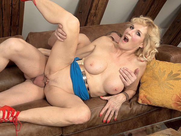 Molly Maracas in Molly's big cock adventure