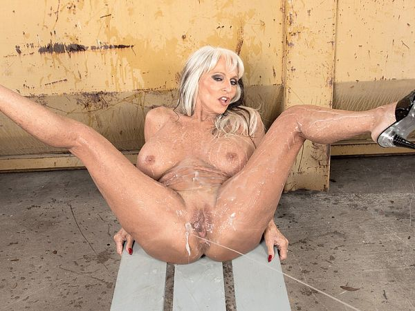 Sally D'Angelo in Cum for Sally