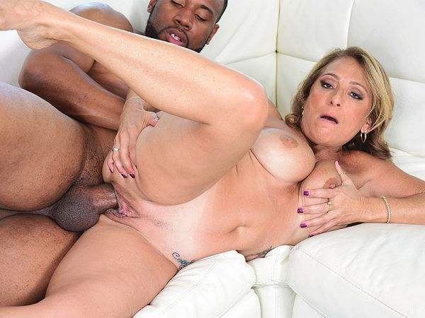 Torri Lee in A big, black cock for Torri's debut